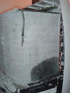 Zanedbaný servis mobilní klimatizace prádelna