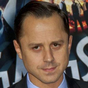 """Ribisi je aktivní Scientolog, a podílel se v prosinci v roce 2005 na slavnostním otevření muzea """"Psychiatrie průmyslu smrti""""."""